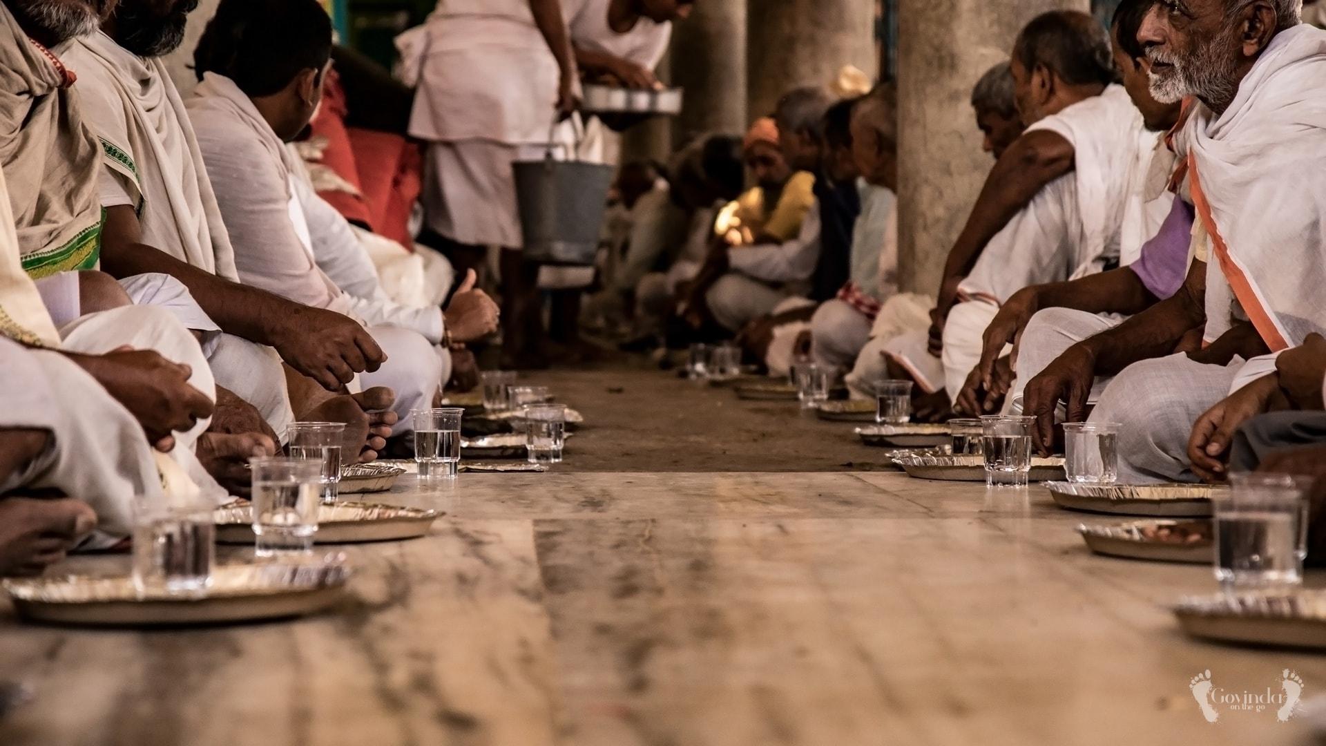 Brahmins eating at Radha Kund in Vrindavan