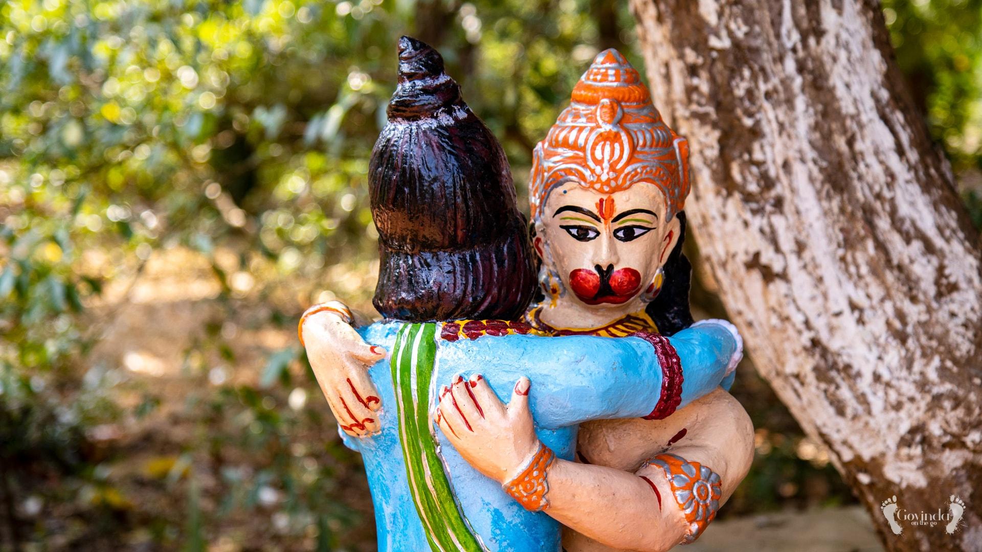 Statue of Rama and Hanuman hugging